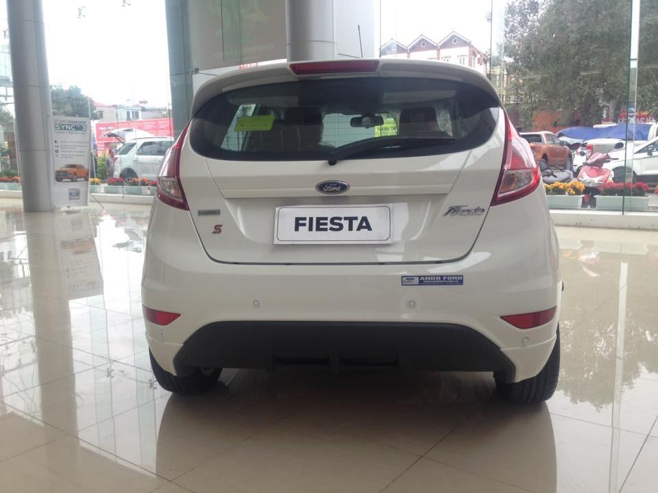 Cần bán xe Ford Fiesta 1.5 Sport 2018, màu trắng, mới 100%. L/H 090.778.2222