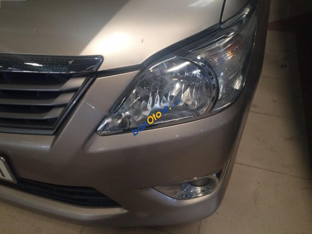 Bán ô tô Toyota Innova đời 2013 số tự động
