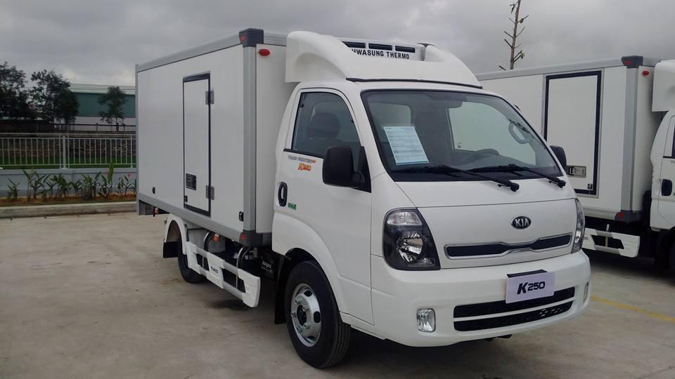 Bán xe tải Kia K250 máy điện 2018 thùng kín tải 1400kg/2400kg giá rẻ tại Hà Nội. LH 0936127807 mua xe trả góp
