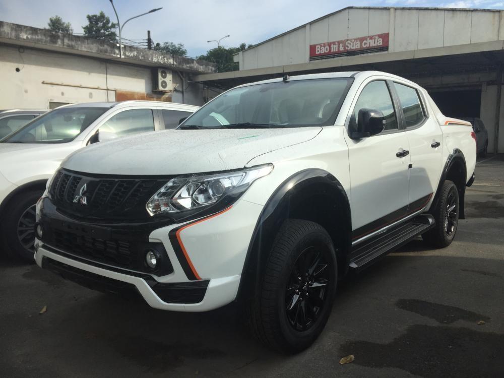 Cần bán xe Mitsubishi Triton sản xuất 2018, màu trắng, nhập khẩu nguyên chiếc