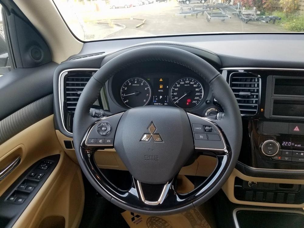 Bán ô tô Outlander 2018 ở Quảng Trị, màu xám, lợi xăng 7L/100km, giá ưu đãi cho vay đến 80%