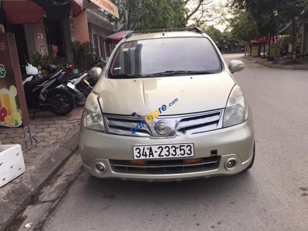 Cần bán Nissan Grand livina AT đời 2010, màu vàng, giá tốt