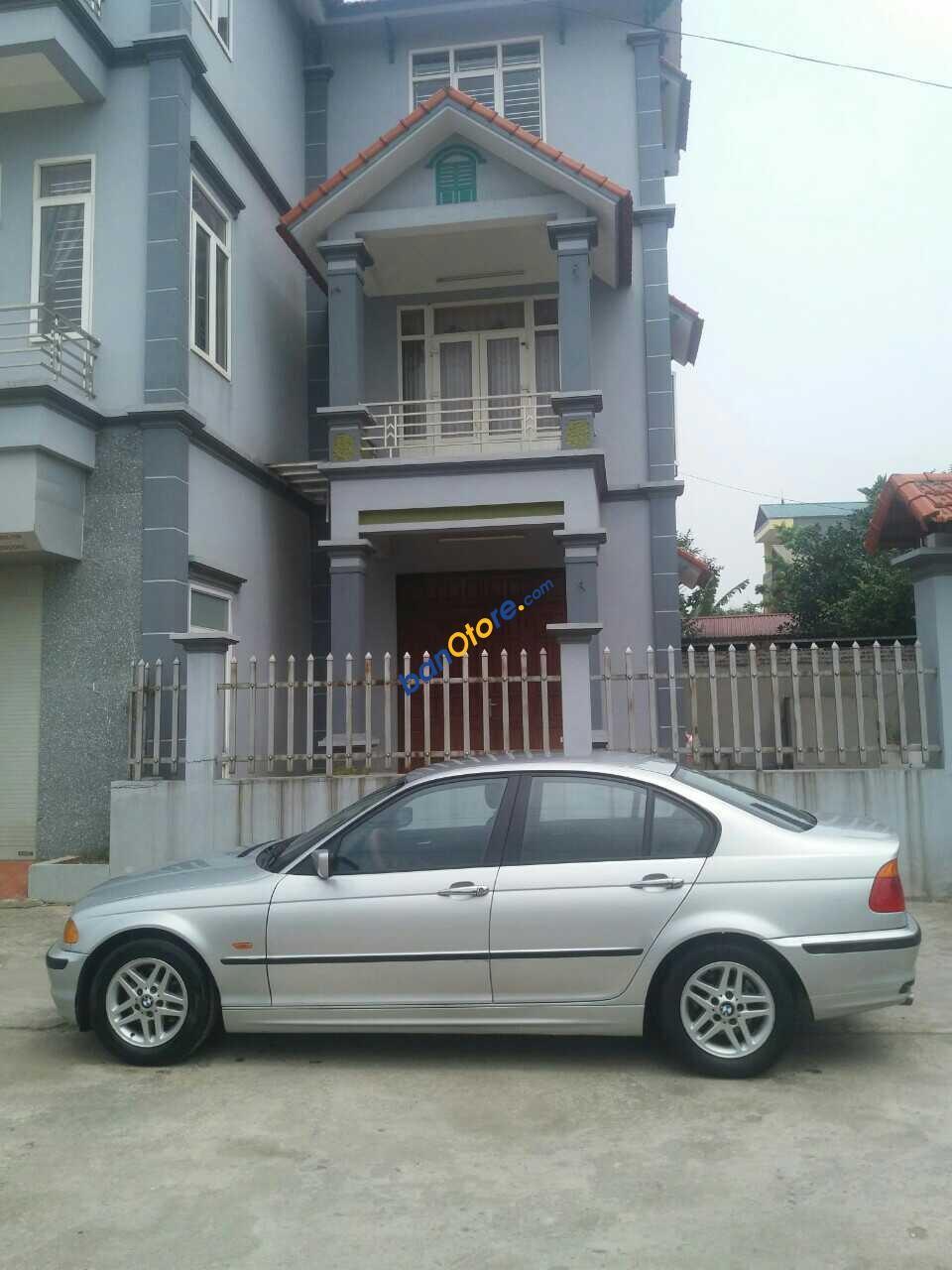 Bán BMW 3 Series 318 sản xuất 2002 xe nhập, chính chủ. Xe con gái làm công chức đi rất ít, chạy 8 vạn nên xe còn đẹp và mới