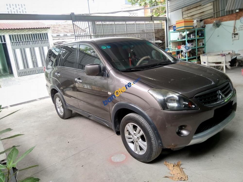 Cần bán xe Mitsubishi Zinger 2012 số sàn, màu xám