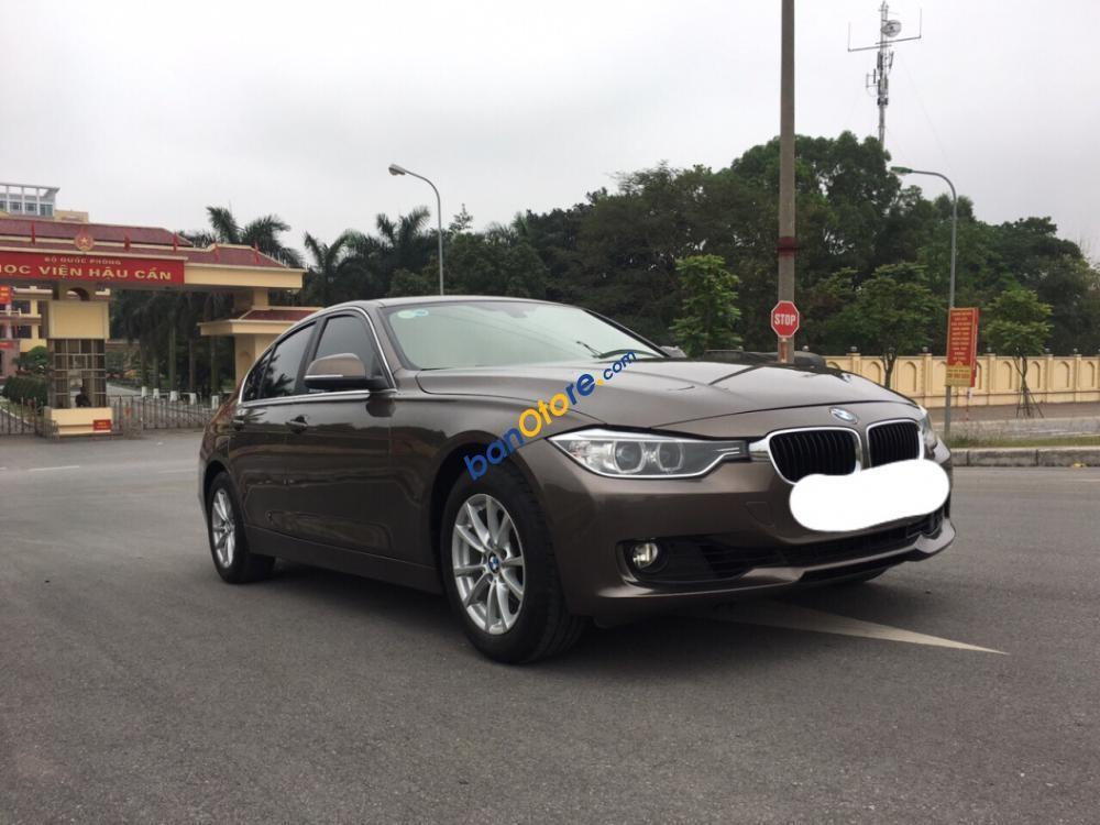 Cần bán BMW 320i đời 2012 màu nâu, giá tốt, xe đẹp hoàn hảo