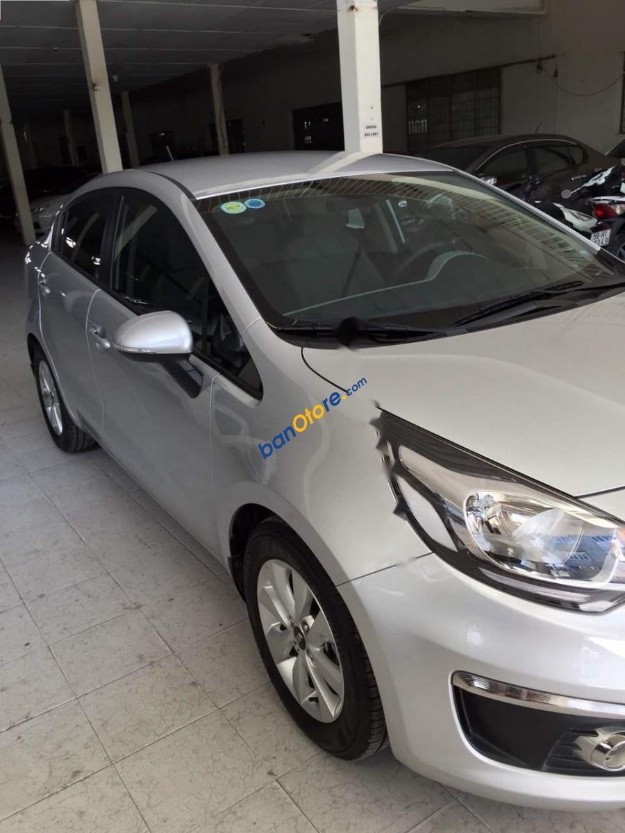 Bán Kia Rio 1.4 AT sản xuất 2015, màu bạc, xe nhập