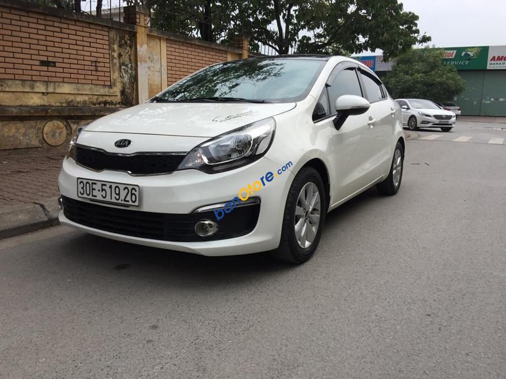 Cần bán Kia Rio 1.6 AT sản xuất năm 2016, màu trắng, nhập khẩu nguyên chiếc