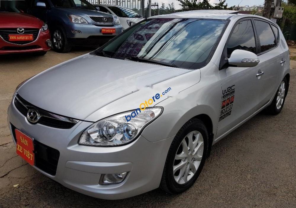 Cần bán xe Hyundai i30 sản xuất 2009, màu bạc, nhập khẩu nguyên chiếc, 359 triệu