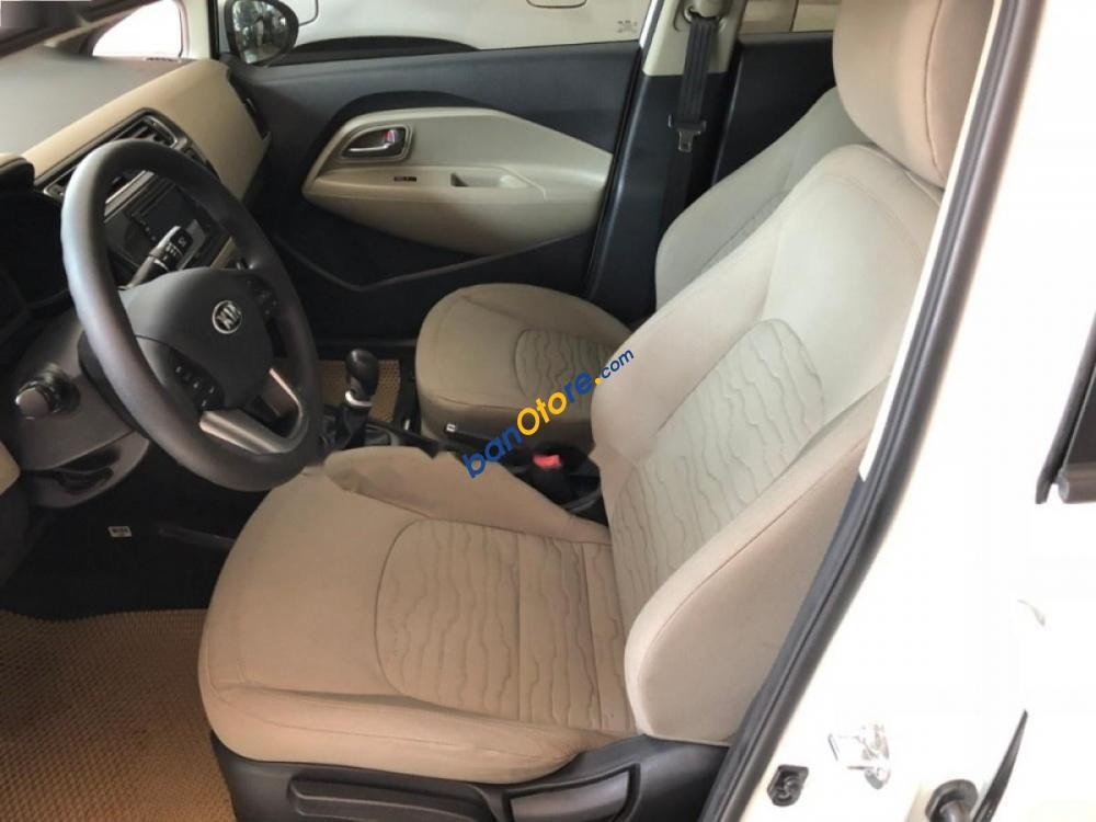 Cần bán xe Kia Rio sản xuất 2016, màu trắng, xe nhập, giá tốt