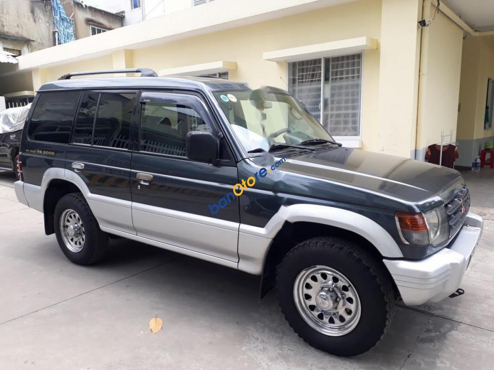 Cần bán gấp Mitsubishi Pajero năm sản xuất 2002, màu xanh lam