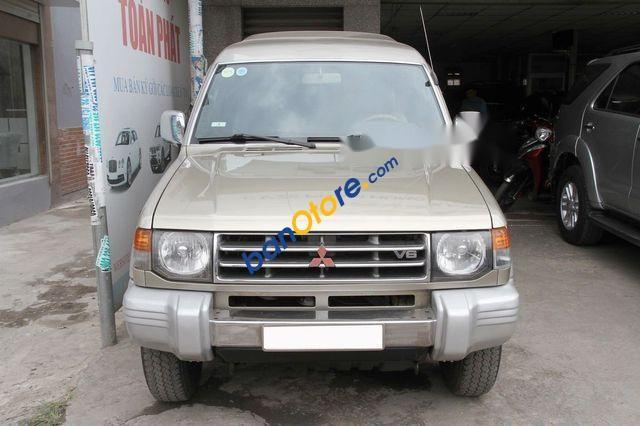 Cần bán lại xe Mitsubishi Pajero đời 2006, màu ghi vàng