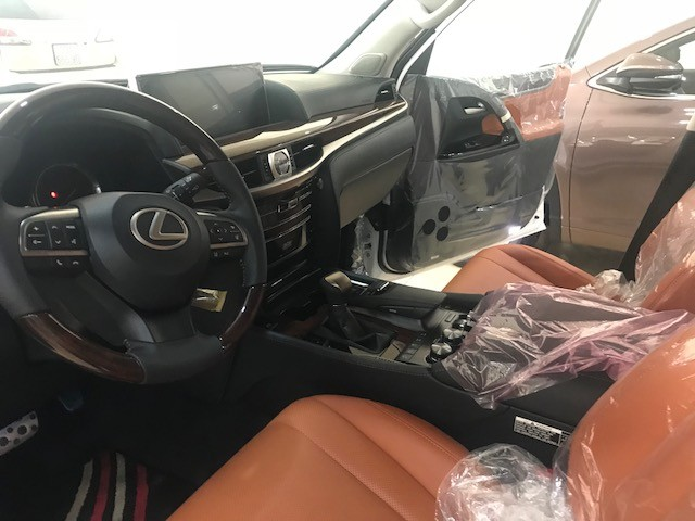 Giao ngay Lexus LX570 Super Sport mới 100%