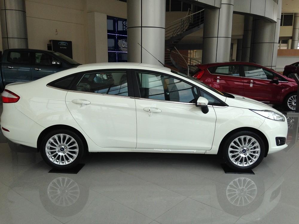 Cần bán Ford Fiesta Titanium sản xuất năm 2018, màu trắng