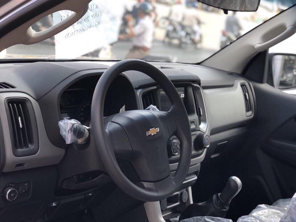 Chevrolet Trailblazer nhập khẩu 7 chỗ gọi ngay Hotline để lái thử và đặt xe (Xe có sẵn đủ màu)