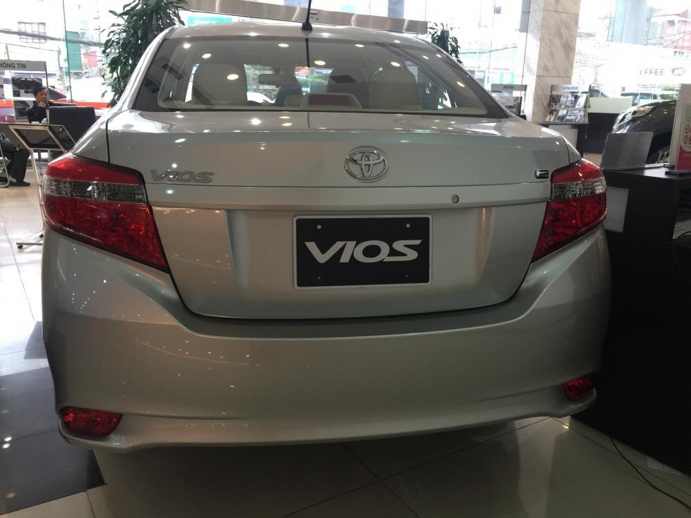 Toyota Vios 1.5E màu đen, bạc, nâu vàng, KM hấp dẫn, tặng DVD, camera hoặc BHTV lãi suất 3,99%