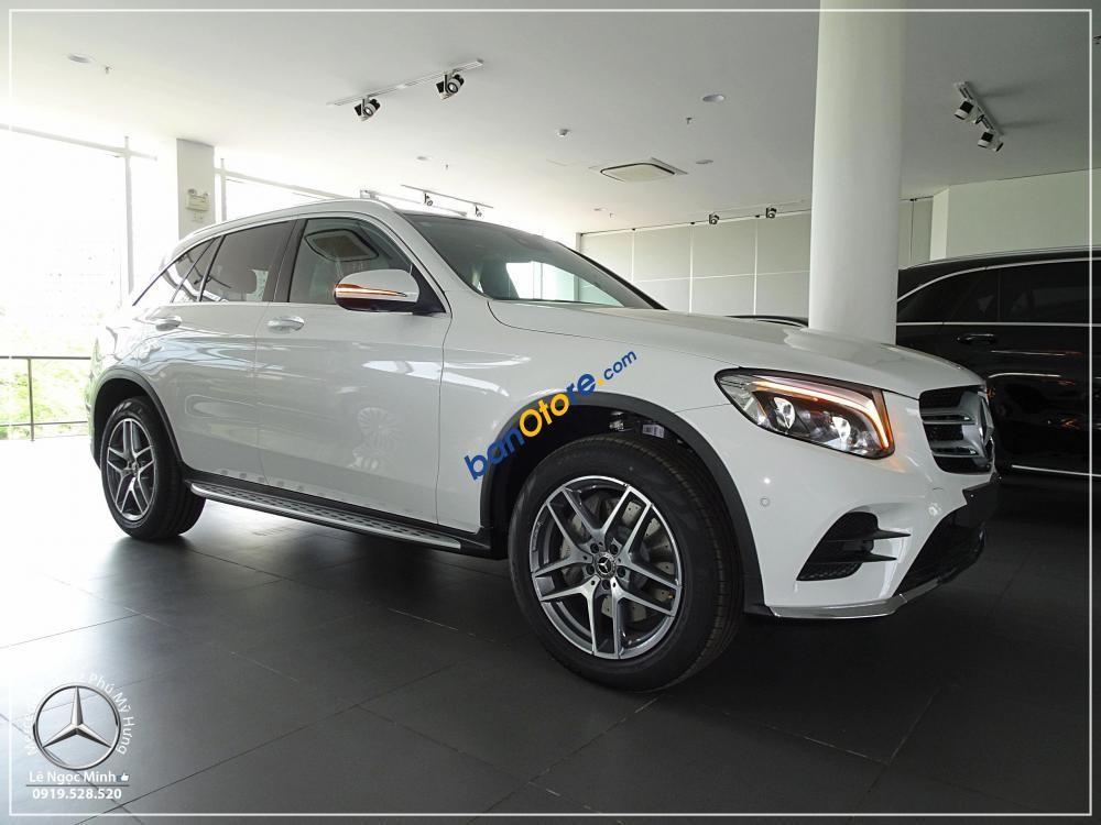 Bán Mercedes GLC 300 năm 2018, màu trắng, mới 100%