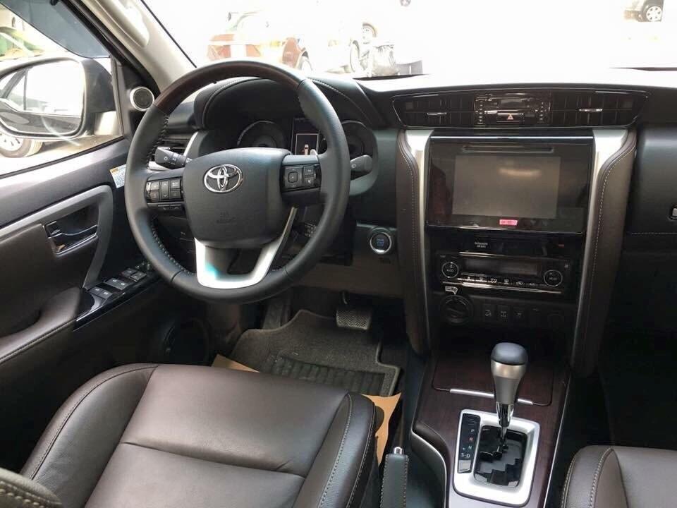 Toyota Fortuner 2.8V máy dầu, 2 cầu, nhập khẩu chính hãng, giao xe sớm, hỗ trợ trả góp