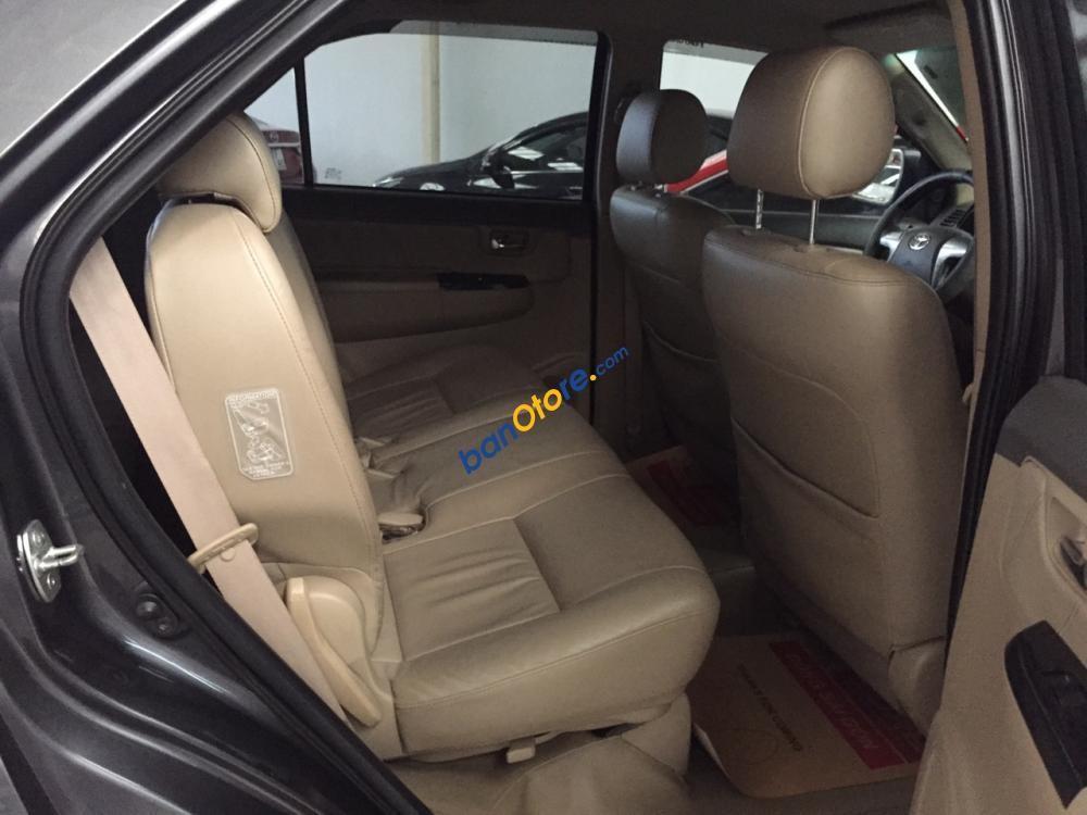 Cần bán xe Toyota Fortuner V 4x2 sản xuất năm 2013, màu xám, giá chỉ 770 triệu