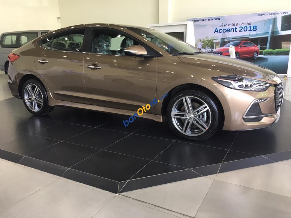 Bán ô tô Hyundai Elantra Sport năm 2018, màu nâu