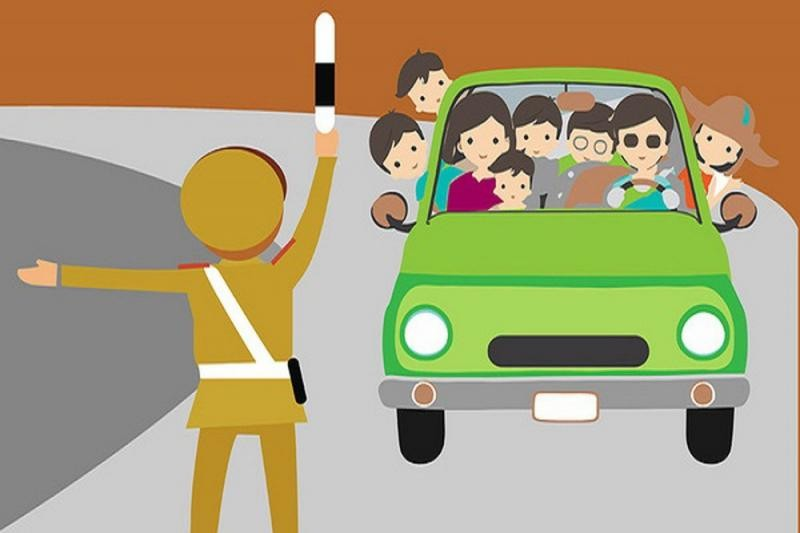 tài xế chở quá số người quy định trên xe ô tô