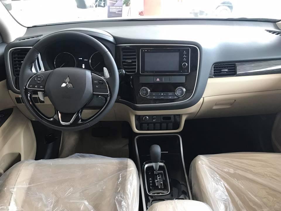 Cần bán xe Mitsubishi Outlander 2.4 CVT 2018, màu đen có bán tỉnh trả góp, liên hệ 0906.884.030