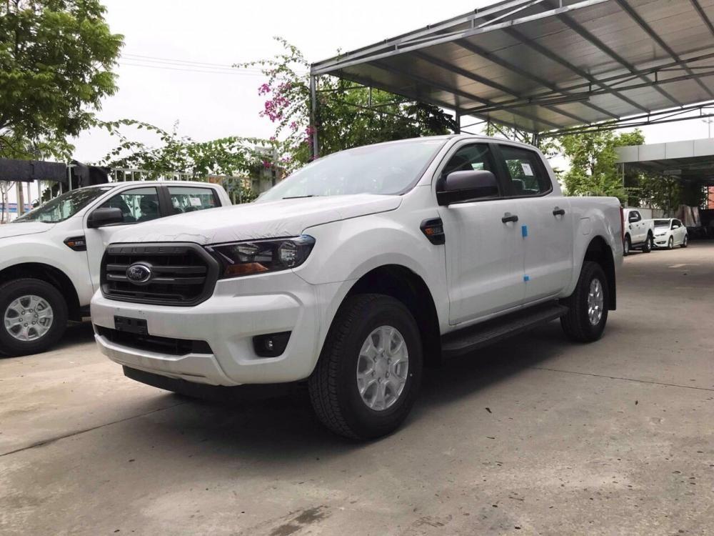 Giá Ford Ranger rẻ nhất thị trường phiên bản 1 cầu số tự động XLS AT, hỗ trợ trả góp 80%, giao xe ngay