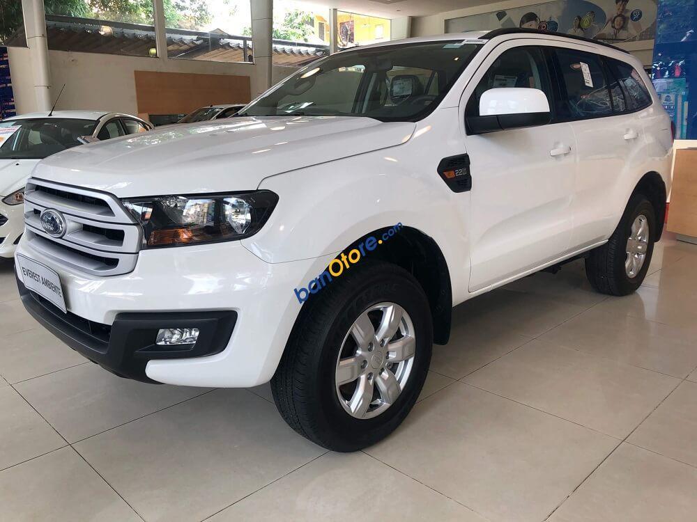 Cần bán xe Ford Everest Ambient 2.0 AT sản xuất 2018, màu trắng, nhập khẩu