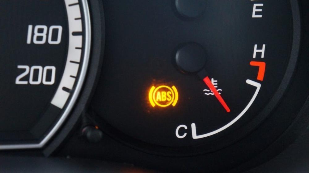 Hình ảnh đèn báo lỗi hệ thống phun xăng trên xe