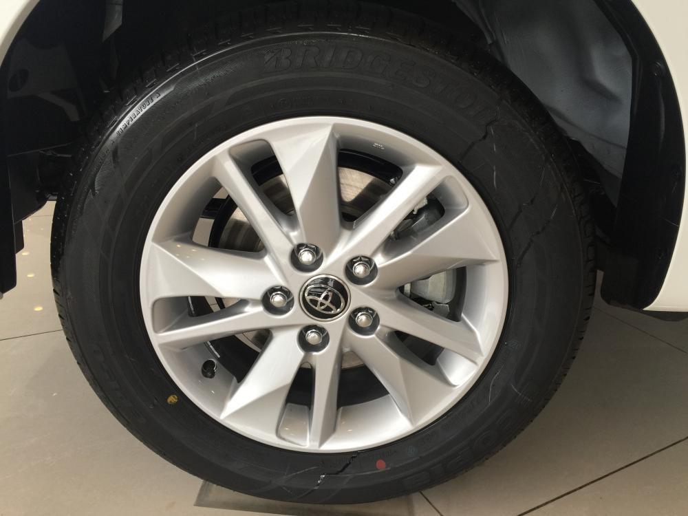 Toyota Innova 2.0E khuyến mại hấp dẫn tháng 11, giao xe ngay, hỗ trợ vay tới 85%, lãi suất ưu đãi