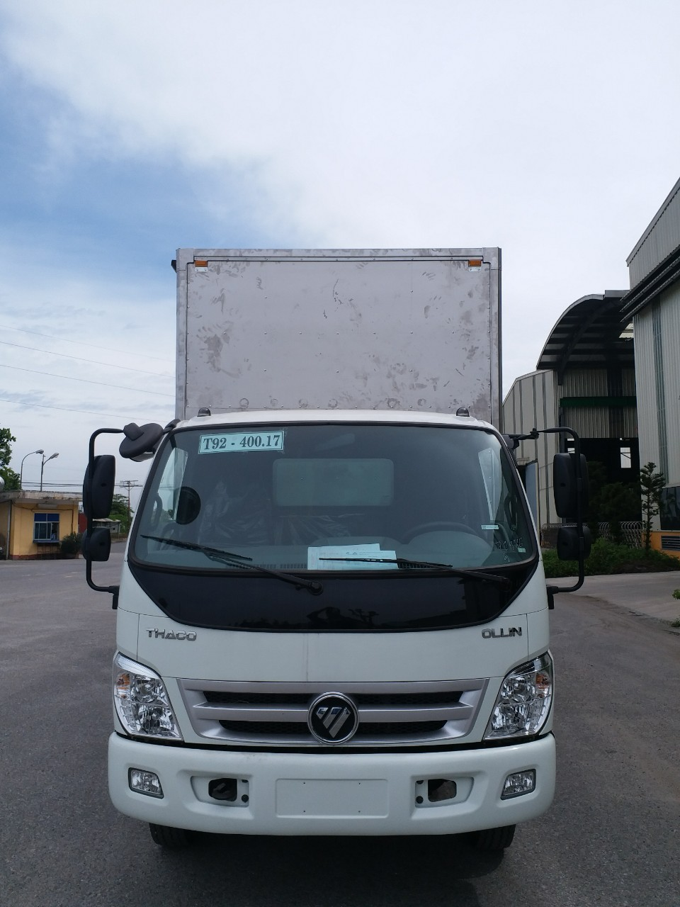 Liên hệ 0969.644.128 bán xe Thaco Ollin 700C thùng cao, mở hết cửa hông 2017, màu trắng, giá 530tr