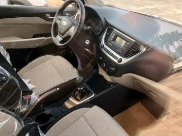 Cần bán xe Hyundai Accent 1.4MT 2020 Base, màu trắng giao ngay NH 80%