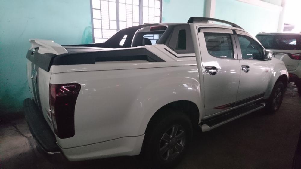 Cần bán Isuzu Dmax 4x2 MT sản xuất năm 2019, màu trắng, xe nhập