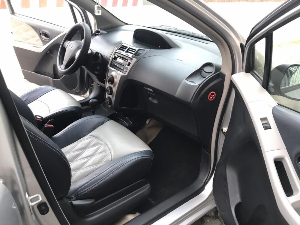Cần bán xe Toyota Yaris 1.3 AT năm 2010, màu bạc, nhập khẩu nguyên chiếc còn mới, 420tr