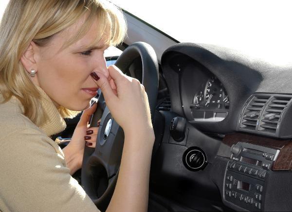 Xuất hiện mùi khó chịu trên ô tô