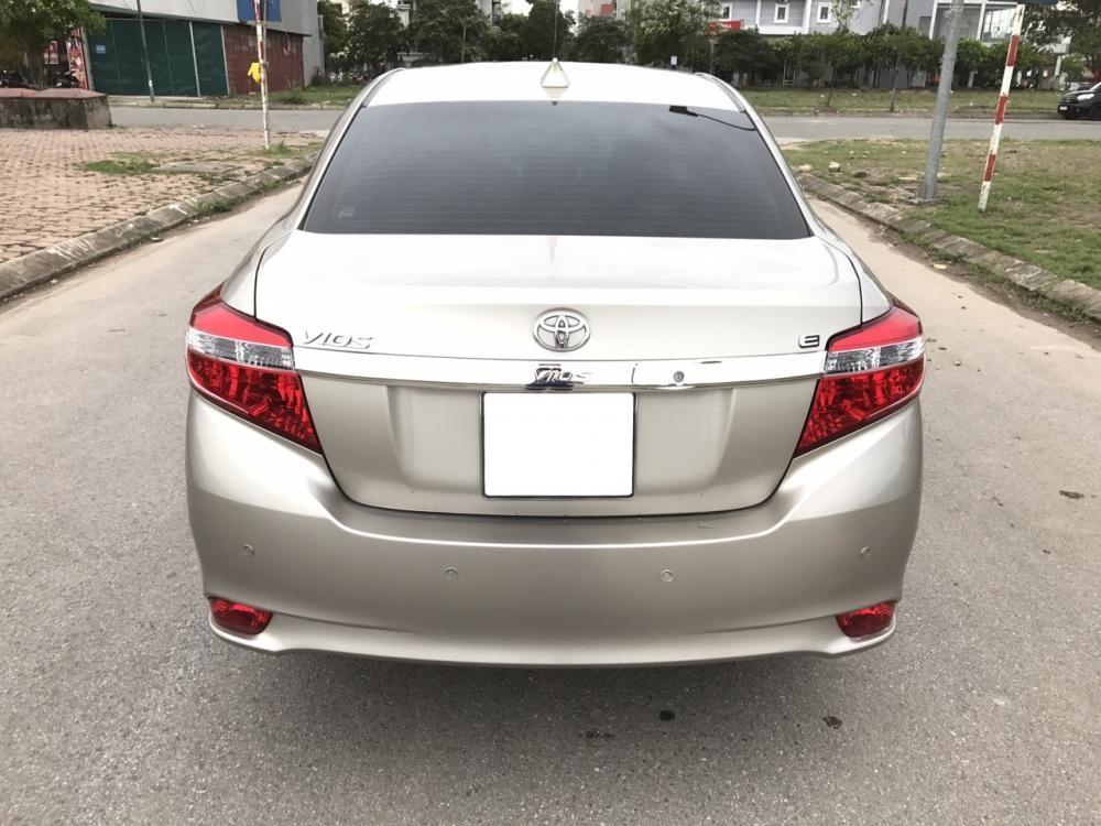 Bán ô tô Toyota Vios 1.5 E 2017, màu vàng