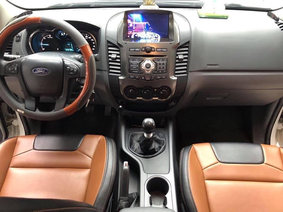 Bán xe Ford Ranger 2017 bản XLS số sàn, màu đỏ mận