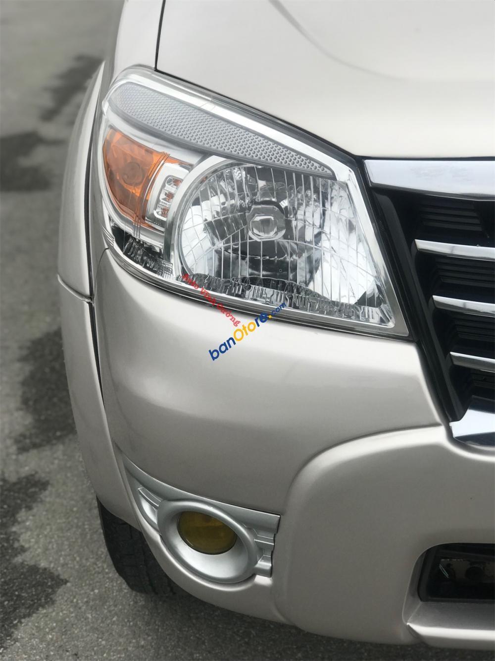 Bán Ford Everest 2.5L 4x2 MT sản xuất năm 2009, màu bạc chính chủ, giá chỉ 485 triệu