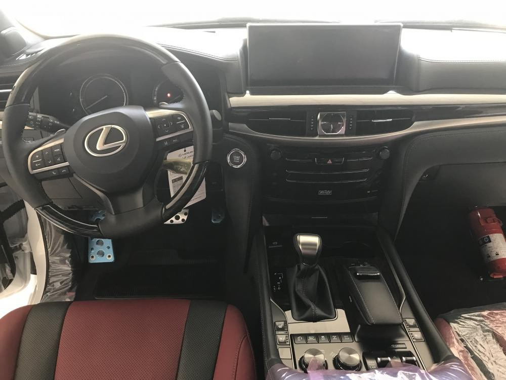 Bán ô tô Lexus LX 570 Super Sport, nhập nguên chiếc, 2019, màu trắng, bản full, xe giao ngay. LH: 0906223838