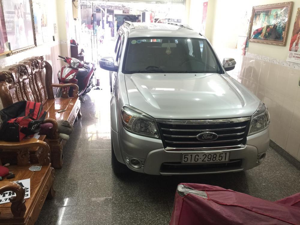 Cần bán Ford Everest AT Limitel đời 2013, màu bạc . 600 tr
