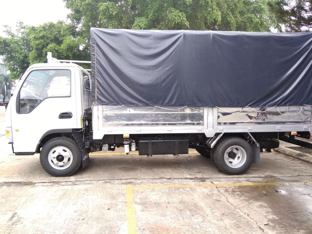 Bán xe tải Jac 2.4 tấn (2T4), máy Isuzu, thùng dài 4.4m, trả trước 80tr