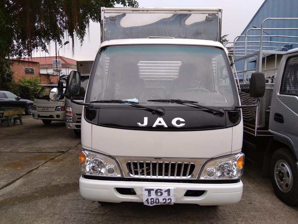 Bán trả góp xe tải Jac 2T4, động cơ Isuzu, thùng dài 4.3m
