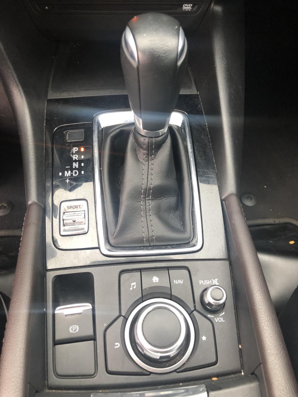 Cần bán  Mazda 3 1.5AT  Facelif  2017, màu đỏ xe cực đẹp