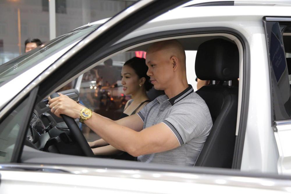 Một vài hình ảnh khác trong lễ nhận xe của ca sĩ Phan Đinh Tùng 3