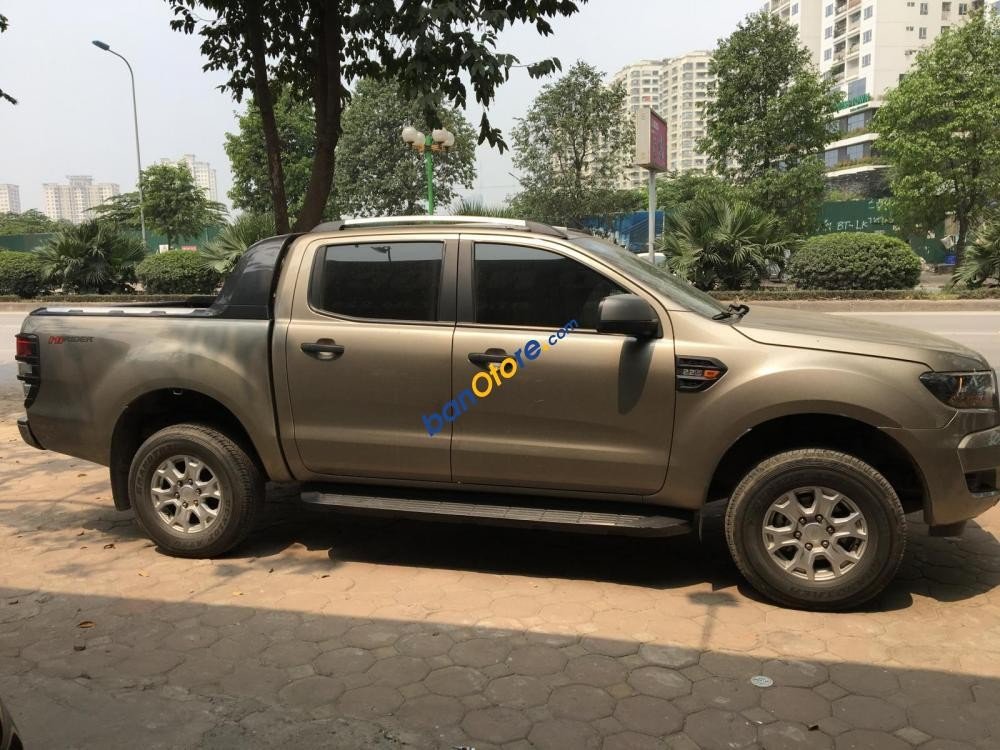 Cần bán lại xe Ford Ranger 2.2 AT năm sản xuất 2017, màu ghi vàng