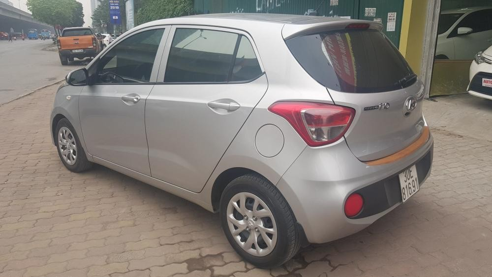 Cần bán xe Hyundai i10 1.0 2017, màu bạc giá cạnh tranh