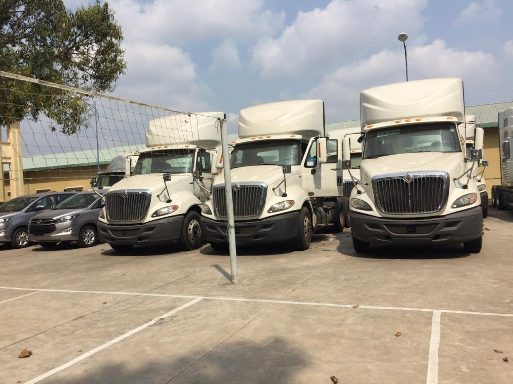 Cần bán xe tải đầu kéo Mỹ 2013, màu trắng, nhập khẩu chính hãng, giá tốt