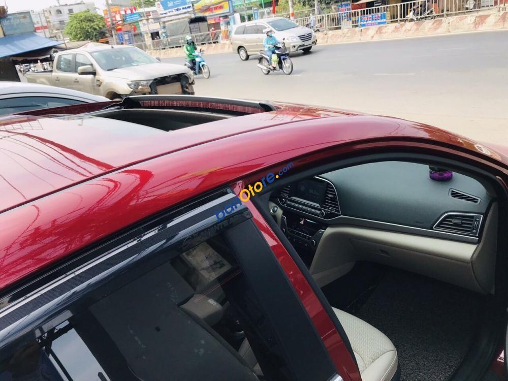 Bán Hyundai Elantra 2.0 sản xuất 2018, màu đỏ số tự động, giá chỉ 665 triệu