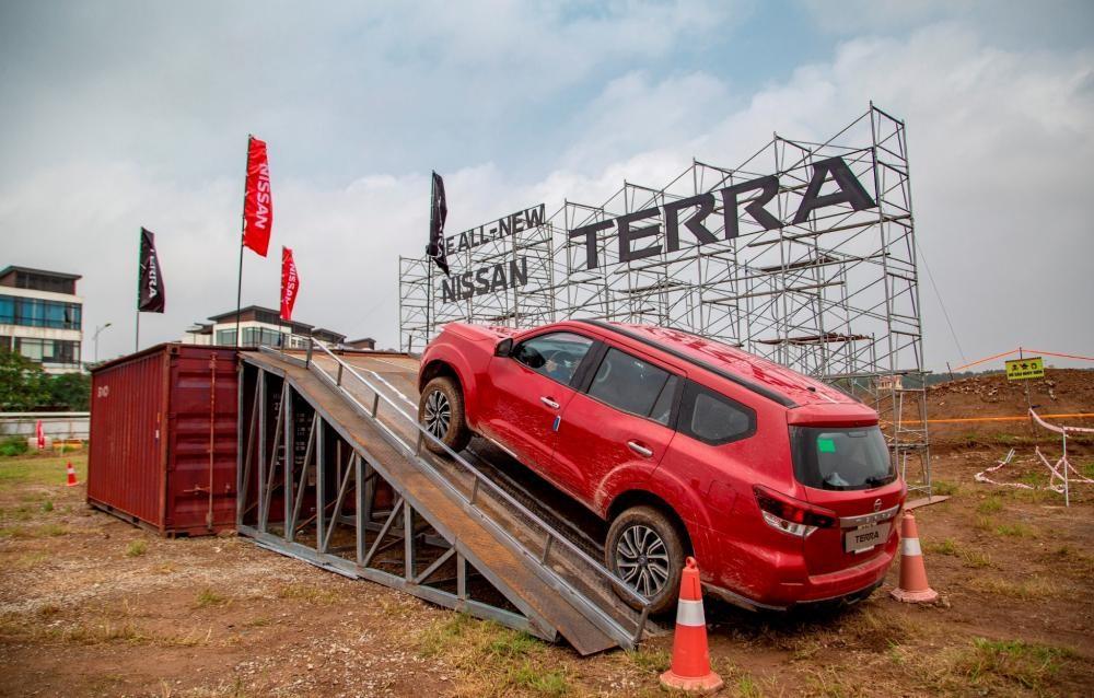 Trải nghiệm xe Nissan Terra