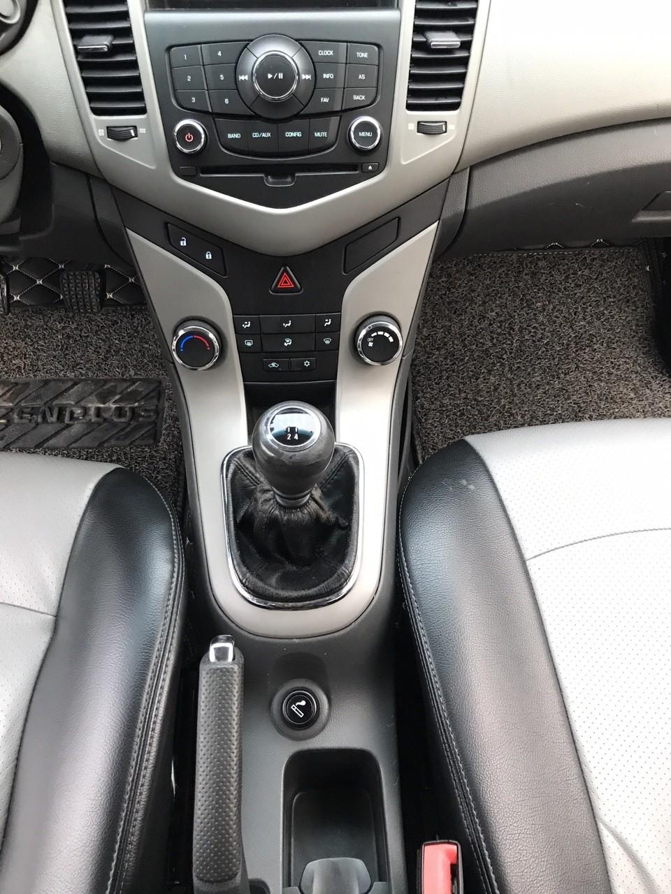 Cần bán lại xe Daewoo Lacetti SE 2009, màu bạc, nhập khẩu chính hãng, giá chỉ 300 triệu