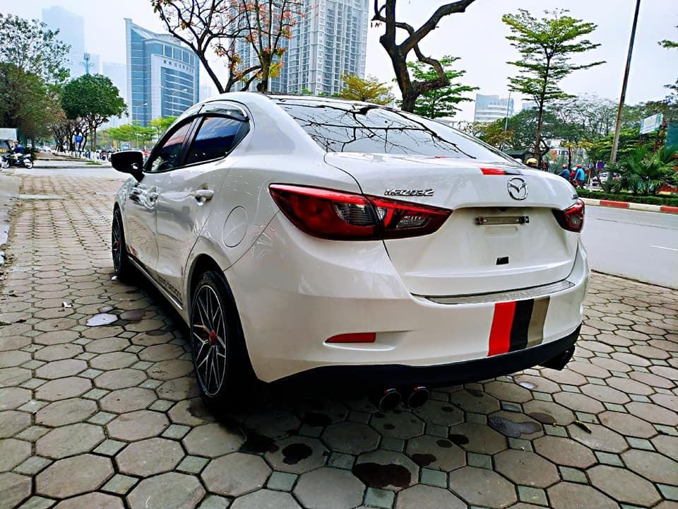 Cần bán gấp Mazda 2 2017, màu trắng, giá 525tr